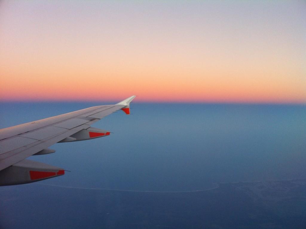 La beca cubre matrícula, un estipendio mensual para gastos de estadía, pasajes aéreos de ida y vuelta y viáticos.