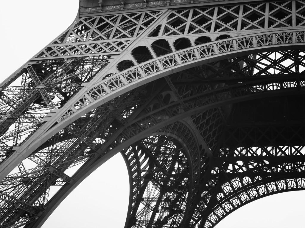 La beca cubre gastos de inscripción en la Universidad, alojamiento en residencia universitaria, y una formación intensiva en la lengua francesa durante dos meses (julio y agosto).